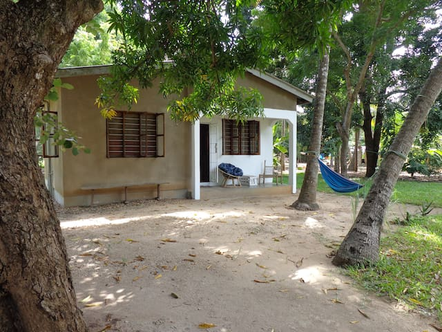 Under the Mango Tree: double room in private house - Dar es Salaam - Dům