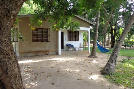 Under the Mango Tree: double room in private house - Dar es Salaam - Casa
