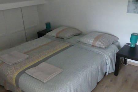 Chambre dans maison  proche Bordeaux - Lormont - Dům