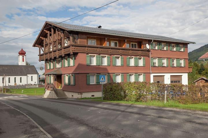 Appartamento pittoresco a Krumbach con prato