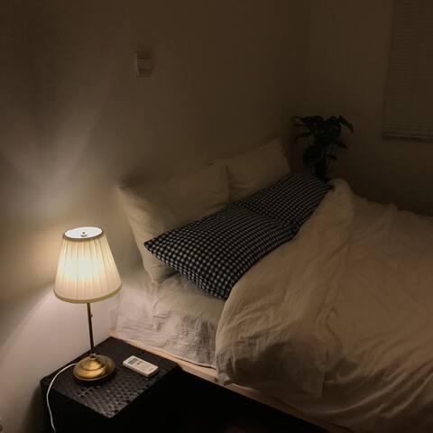 温柔的床头灯陪伴你入睡前的时光