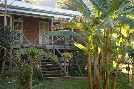 Noosa Forest Retreat; Hinterland Organic Paradise - Kin Kin - Nature lodge