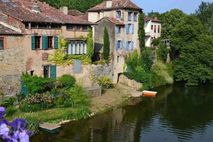 maison médiévale en bord de rivière - Saint-Antonin-Noble-Val - Dům pro hosty