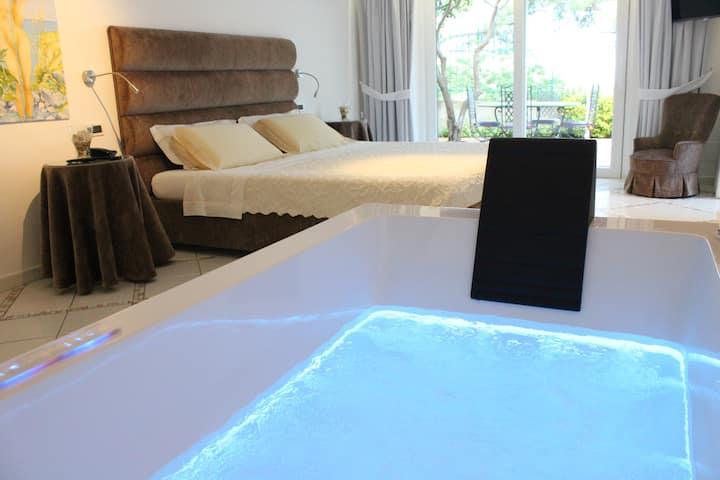 Villa Marinella deluxe whirpool