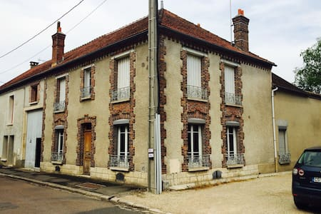 Large house close climbing spots - Villiers-sous-Grez - House
