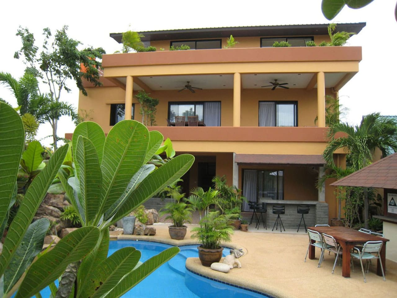 som villa @ tongson villas [3bedroom main villa within the tongson villas property [mater suite is the whole top level]