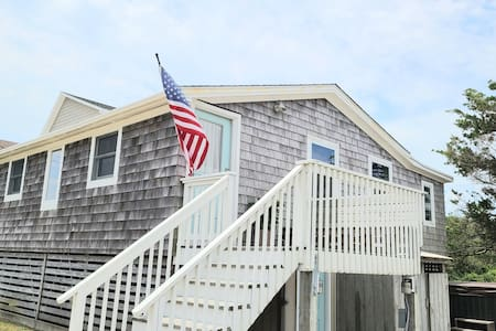 A Block from the Ocean in NagsHead- Hot Tub
