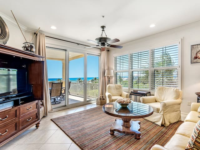 206W ~ Appealing 3BR/3BR corner condo with Gulf view