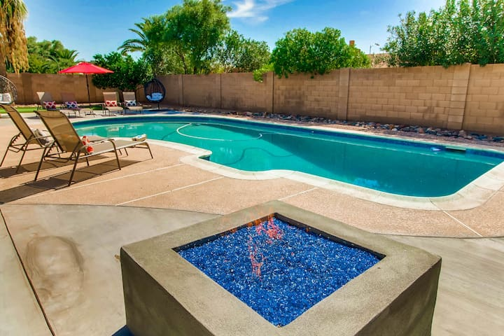 5BR/3BA RESORT HOT TUB+FIRE PIT+GOLF- SLEEPS 18!