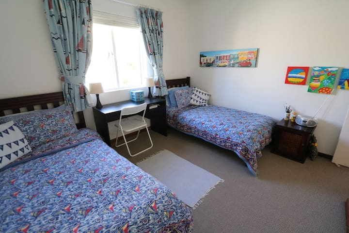 3rd Bedroom with BIC and 2 single beds ideal for 2 children