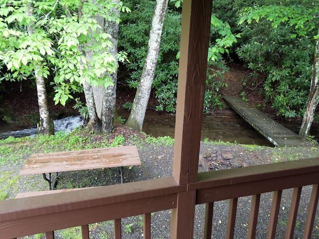 Hemlock Cabin: Quiet, On Creek.