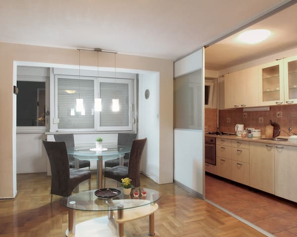 Free parking+park wiew+sunny & quiet apartment