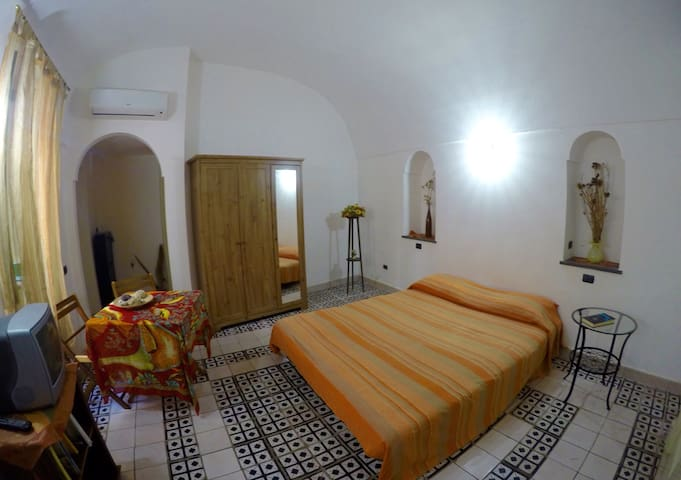 Comfortable Apt 1min from the beach - Atrani - Apartment