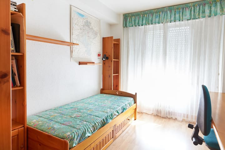 HABITACION DOBLE CAMA NIDO - Pamplona - Bed & Breakfast
