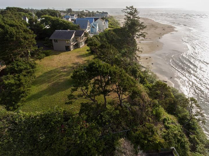 Panoramic Promontory: Bay View Beach House