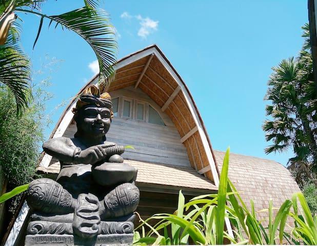 LOCATION !! Brand New Villa Near Beach, Shop, Cafe