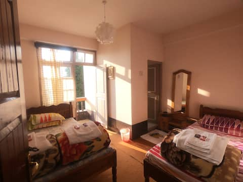 Dbl bed with bath and balcony@Rimbick Farmstay