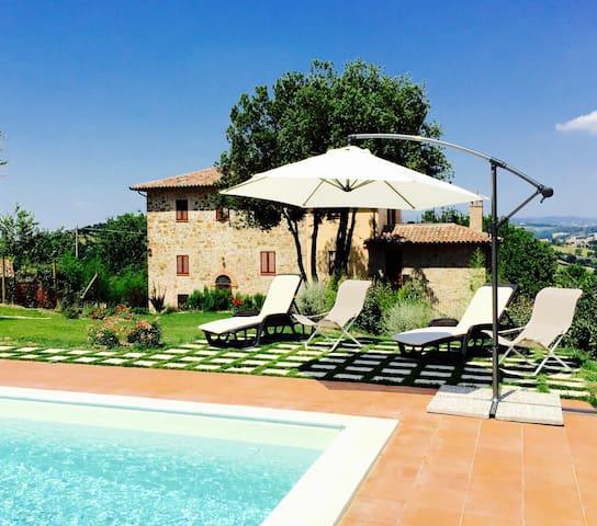 Private villa in Umbria near Todi 6 bedrooms