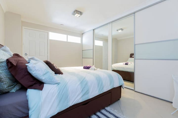 Zoe's Peace House - Large Double Room - Croydon - Daire