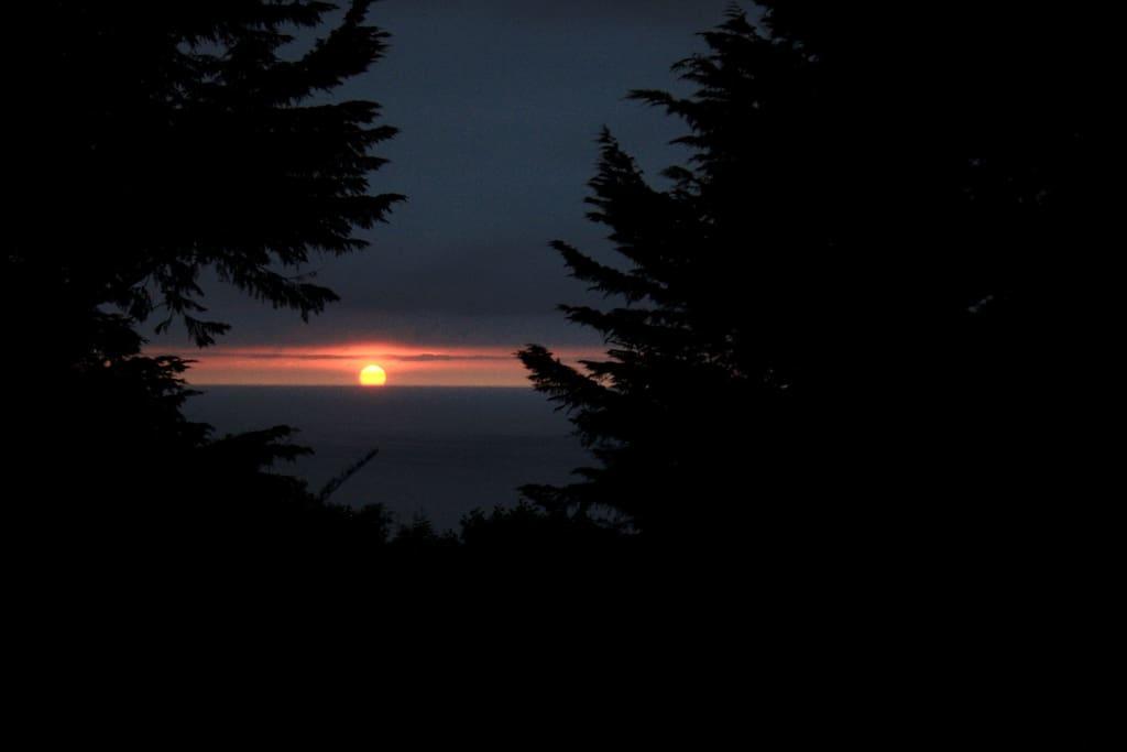 Puesta de sol de mayo a septiembre.