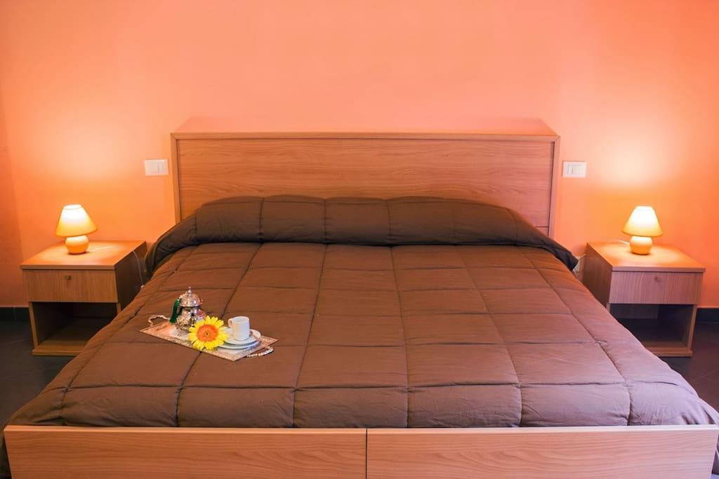 b b vivaldi stanza arancio chambres d 39 h tes louer palerme sicilia italie. Black Bedroom Furniture Sets. Home Design Ideas