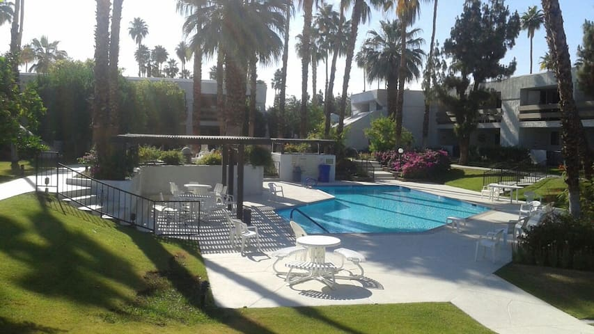 Resort Style, Great Rates & Reviews - Palm Springs - Leilighet