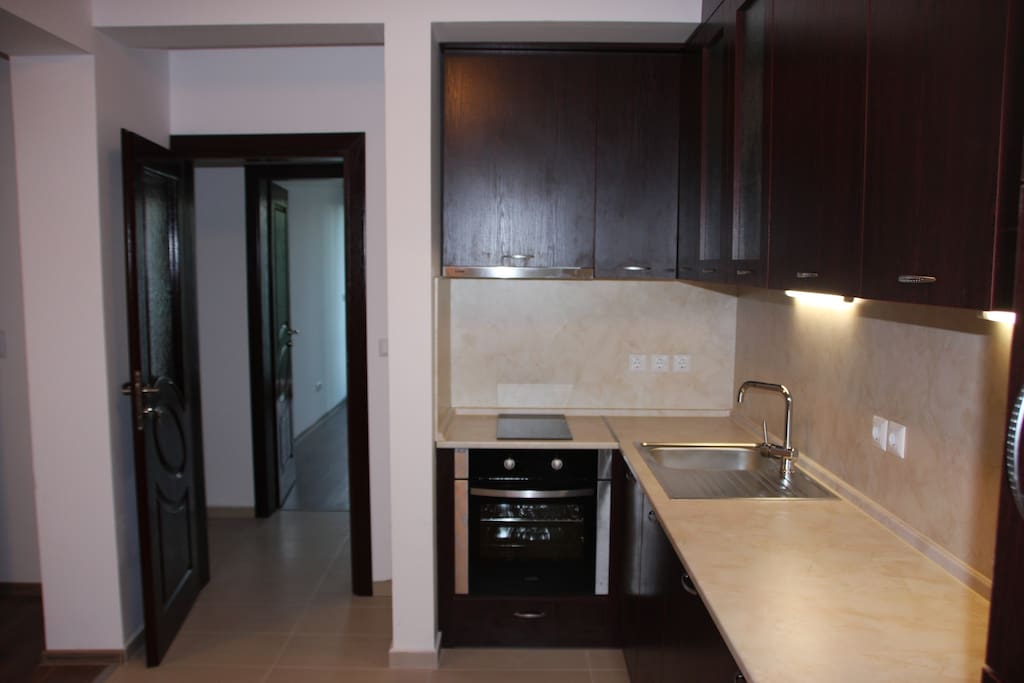 APT#1: Kitchen with stove, fridge, washer-driyer