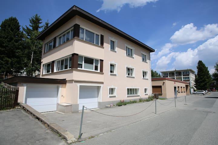 Familienfreundliche Wohnung  90 m2 - Davos Platz - Apartment