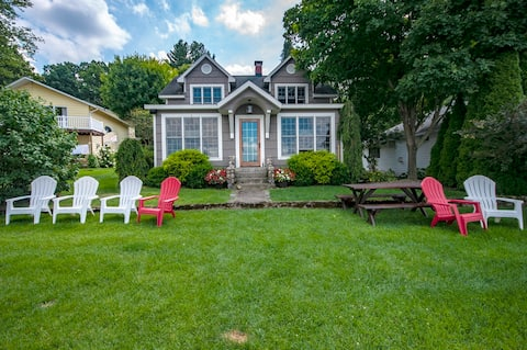 Cozy and charming 1906 Lakefront Cottage.
