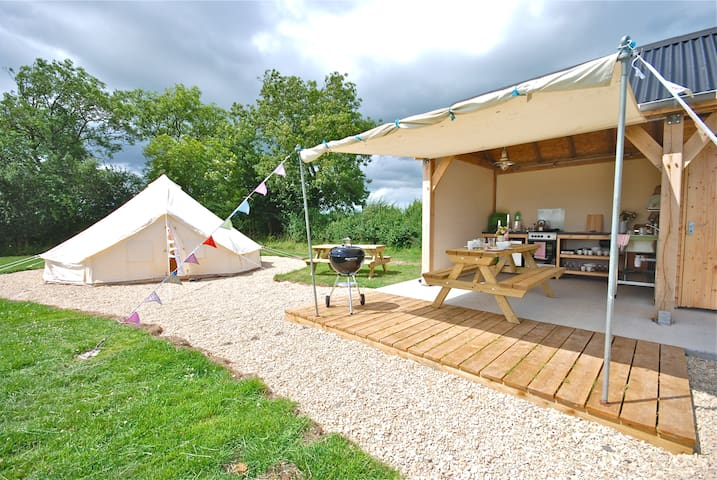 Glamping in exclusive Bell tents - West Lydford
