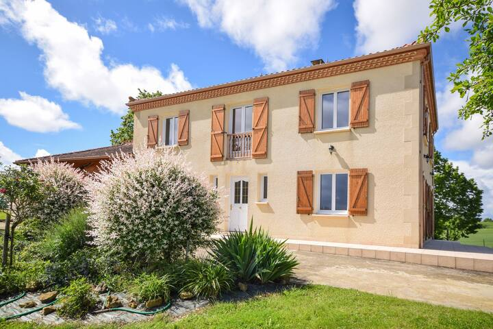 Beautiful quiet detached villa with private swimming pool and wonderful views!