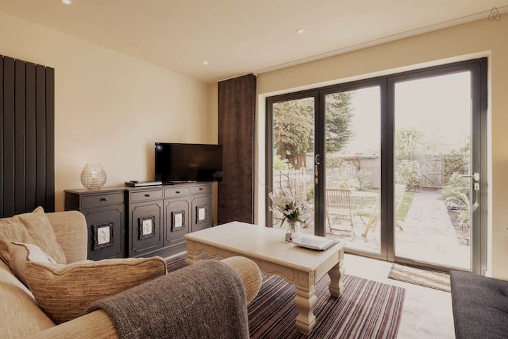 2 Bed Luxury House up to 4 people - WiFi & Parking