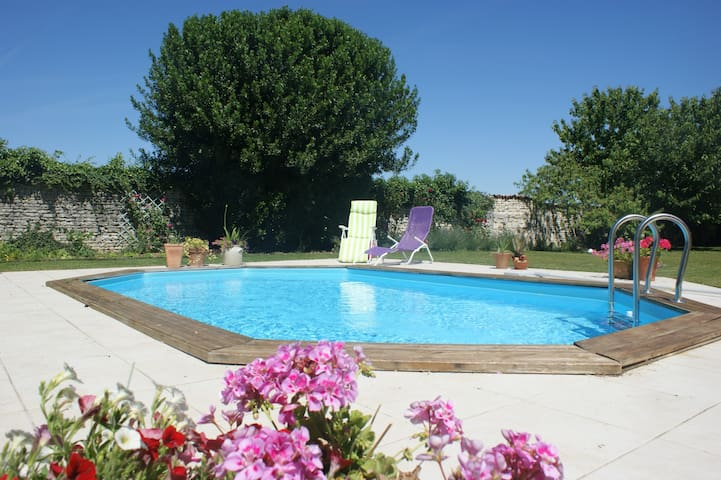 Sunny twin room in Cognac vineyards - Jarnac - Casa
