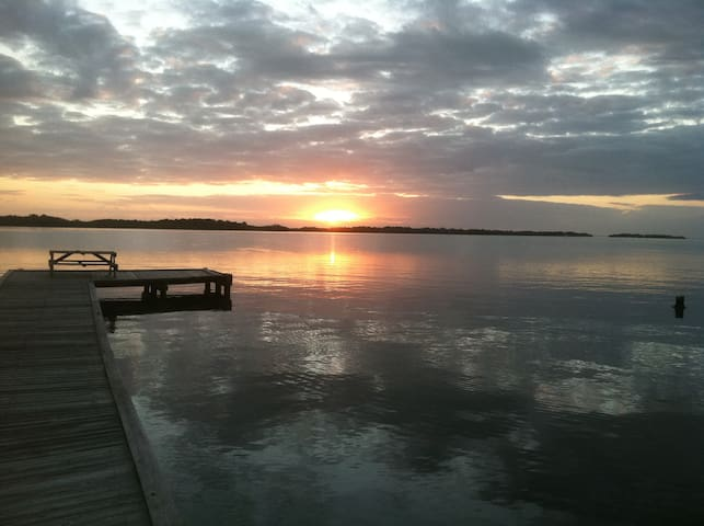 Waterfront cabin & dock sleeps 4 - Oak Hill - Cottage