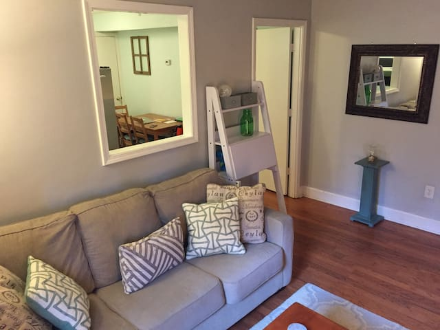 Coastal 1 Bdrm w/ Full Kitchen and King Bed