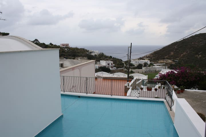 Guesthouse with big terasse and seaview - Le Forna - Banglo
