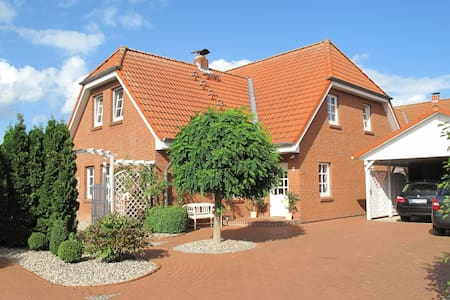 Last-minute-offer: 5 Min To The Beach / 137 qm - Wendtorf - Talo