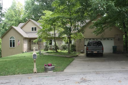 Quite, Spacious home near St Louis - En Suite - Belleville - Casa