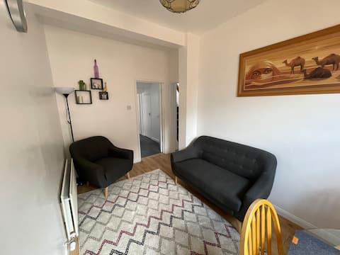 Impresionante piso cómodo. A 5 minutos del centro de la ciudad.