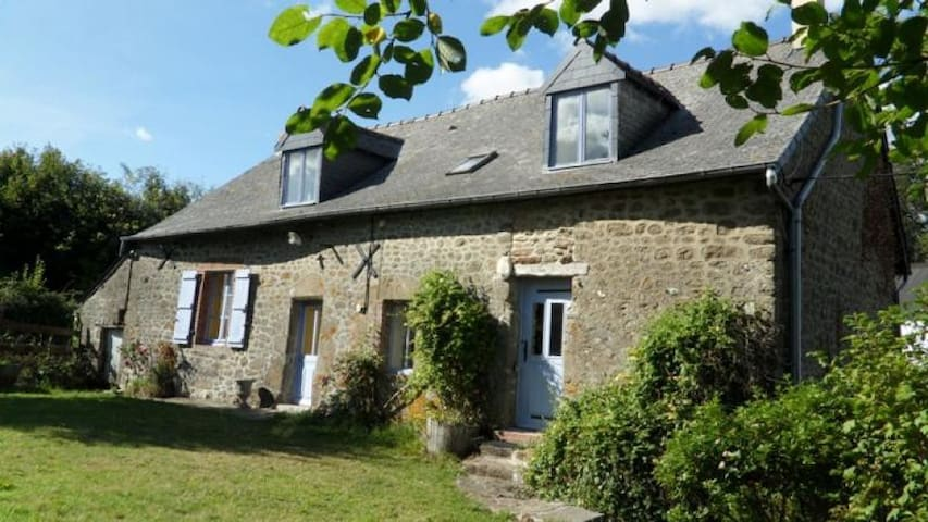 4 Bedroom rural Gite near Bais - Bais - Casa