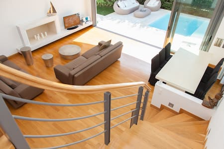 Luxury House Private Pool, 3 Floors - Glyfada