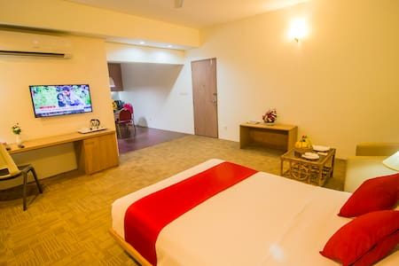 Room designed to ensure your comfort; all deluxe rooms are lively, spacious and decorated in a modern style. They furnished with king size bed, world class mattresses, pillows and duvets and have all the international Standard amenities & facilities.