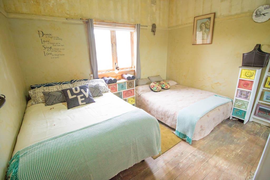 Bedroom 2 - with 2 queen beds