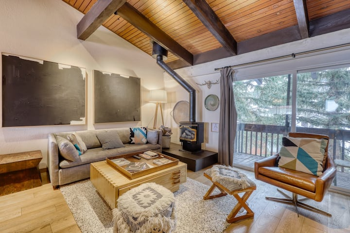 Modern, spacious condo w/shared pool, hot tub & game room - walk to slopes!