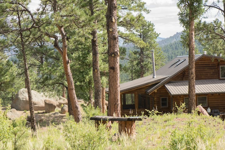 Log Home on 60 Acres in Buffalo Creek (30 days+)