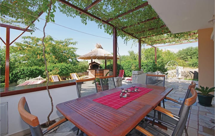 Amazing home in Sucuraj with 3 Bedrooms and WiFi