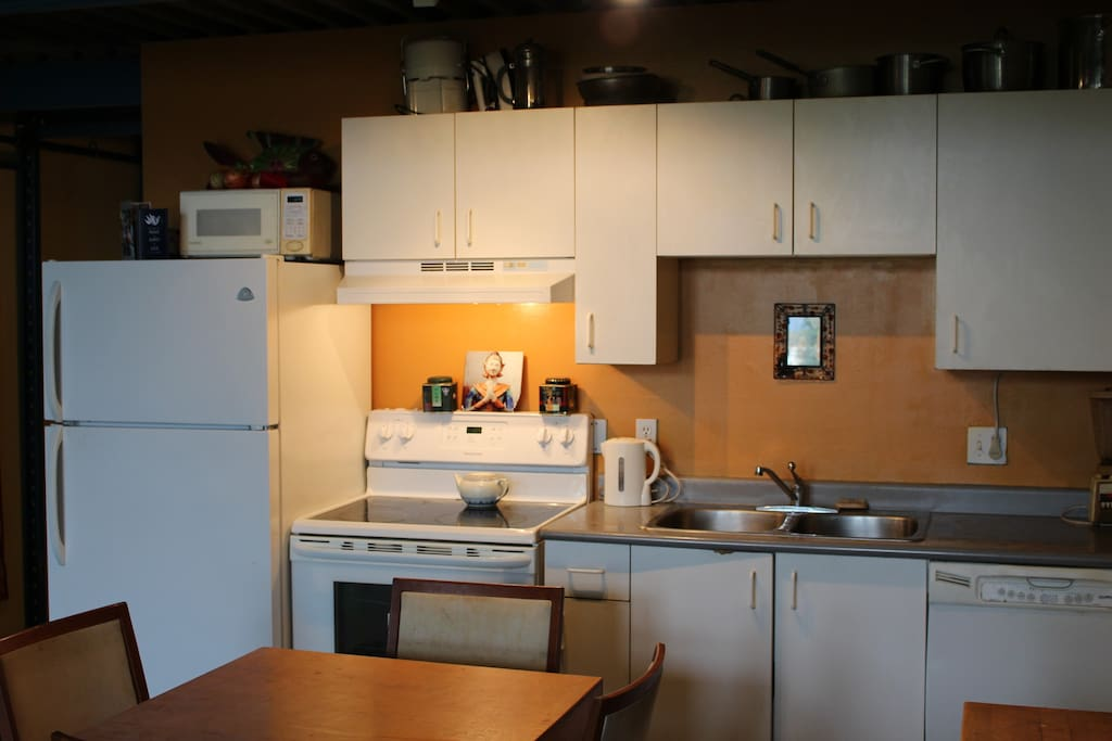 Spacious modern kitchen.