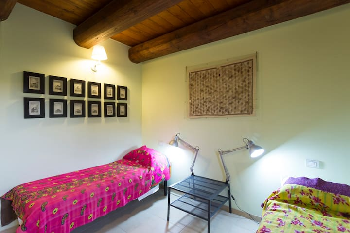 Casa Uno B&B- the twin bedroom - San Costanzo