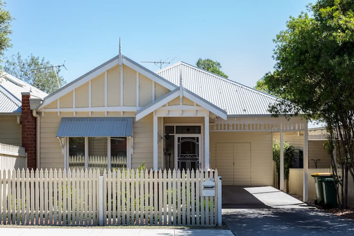 Modern 2 bedroom House - Healesville - Adosado