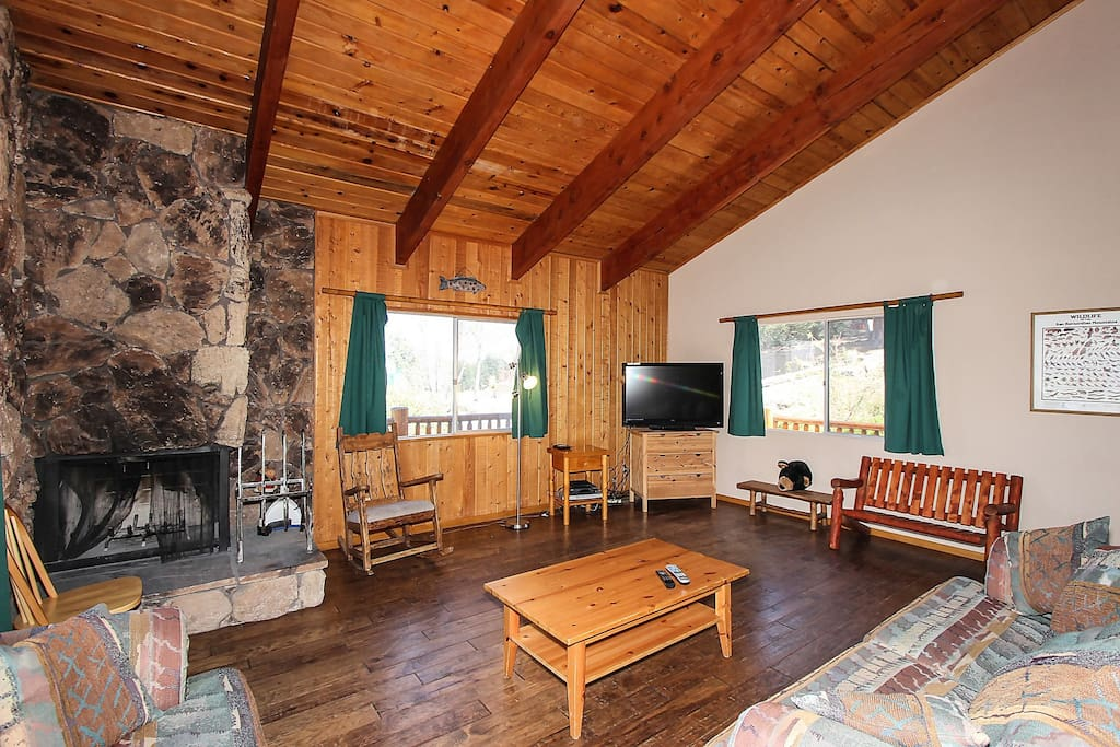 Log Inn Snow Summit Spa Views Cabins For Rent In Big